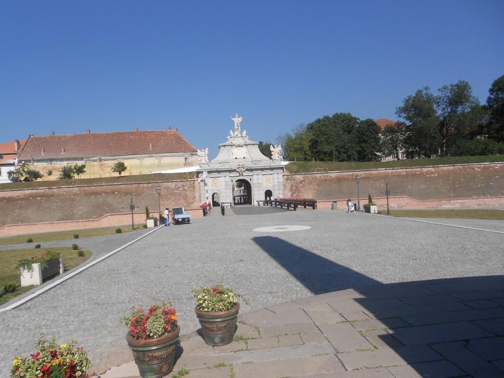 Una din cele 6 intrari in Cetatea Alba Iulia